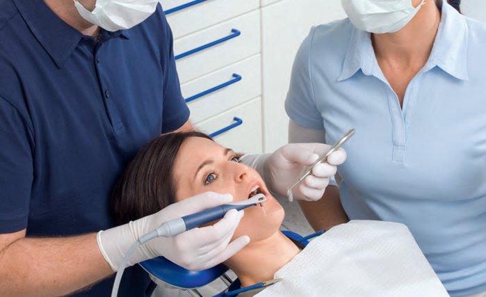 """Аппарат """"Вектор"""" используется для лечения заболеваний десен (пародонтоза) и чистки зубов."""
