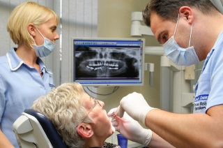 консультация перед имплантацией зубов